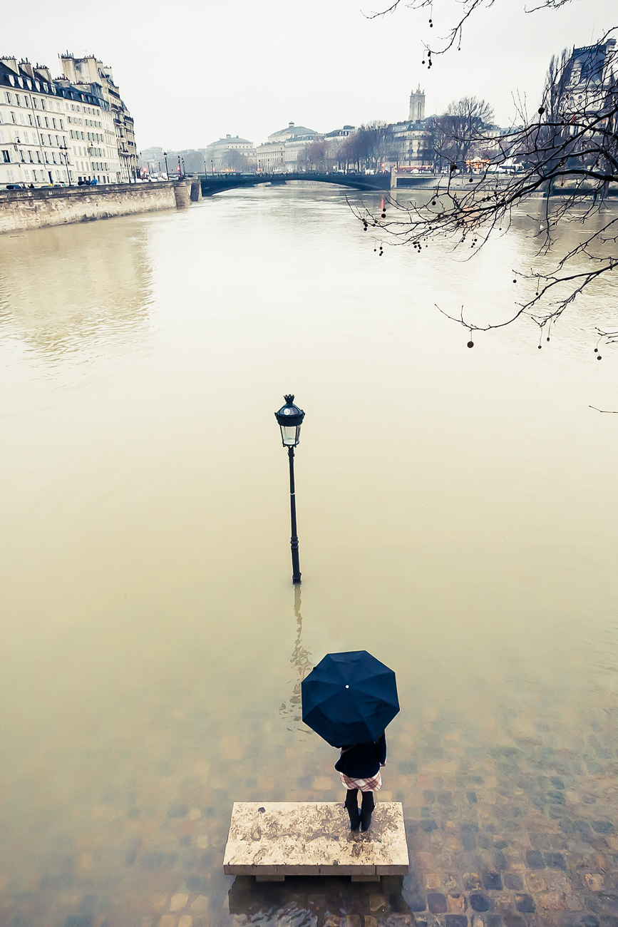 Drowned streetlight in Paris-Modifier-4-Modifier.jpg