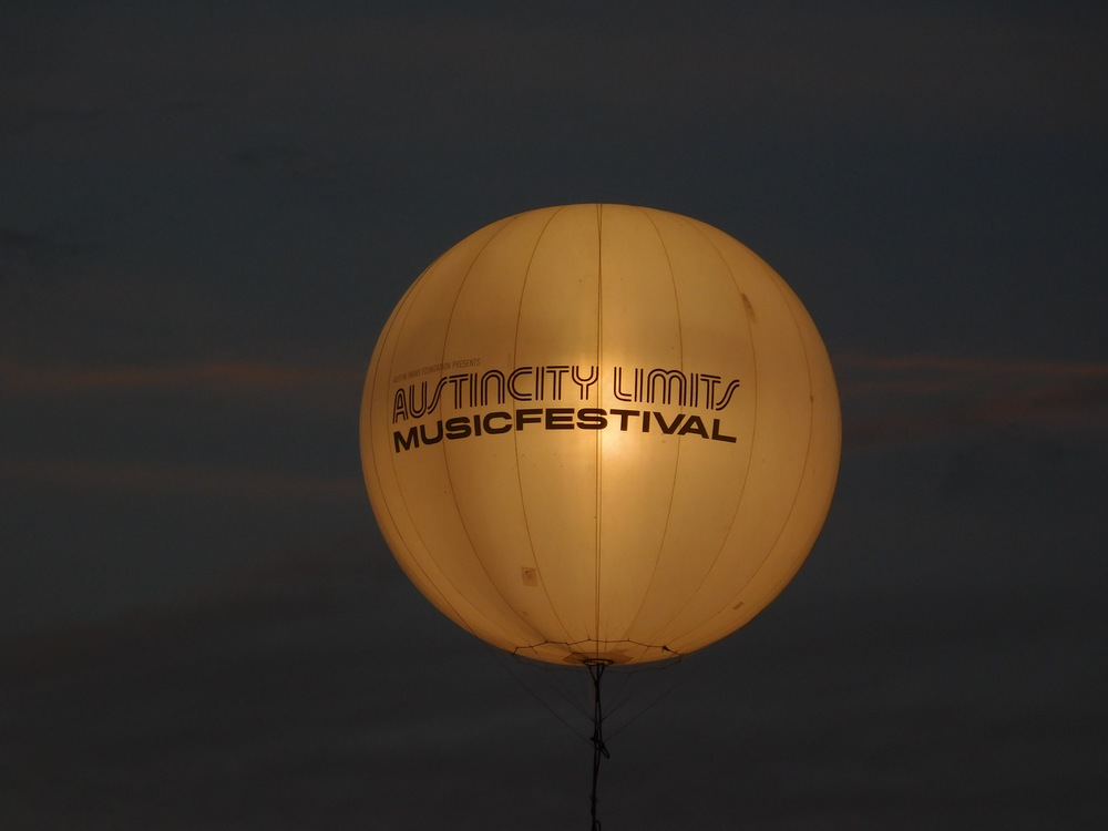 They had this lighted ballon floating in the center of the lawn. It was a nice vibe after dark.
