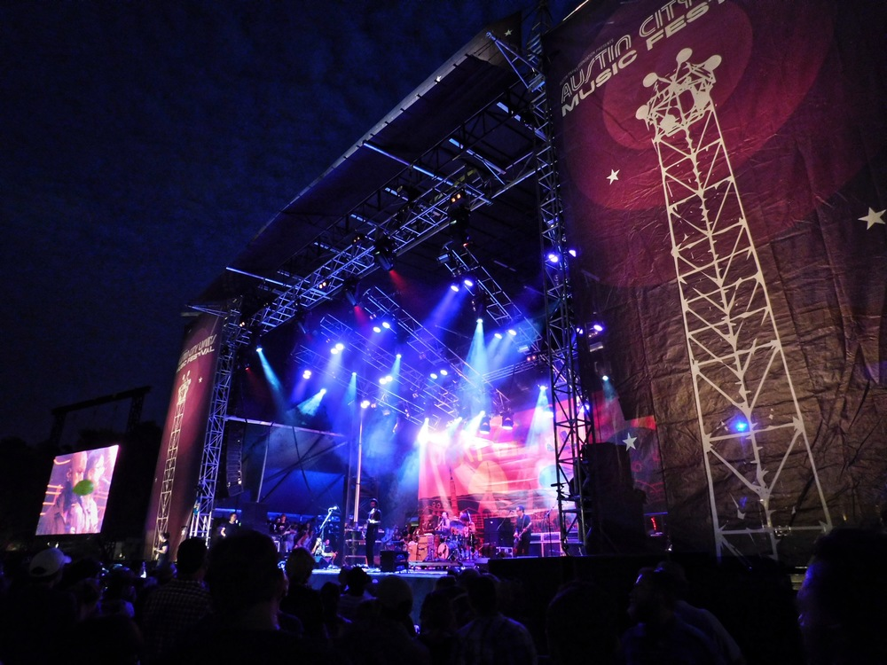 Gary Clark Jr's stage with the banners on the side.