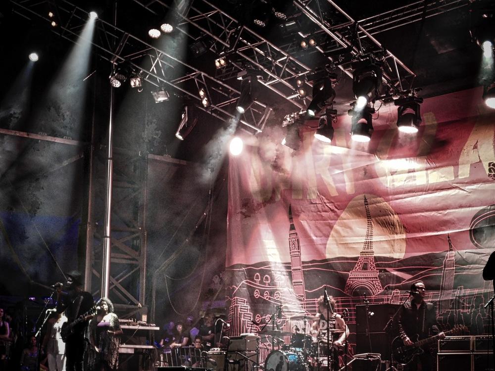 The Gary Clark Jr. stage vibe. Wonderful!