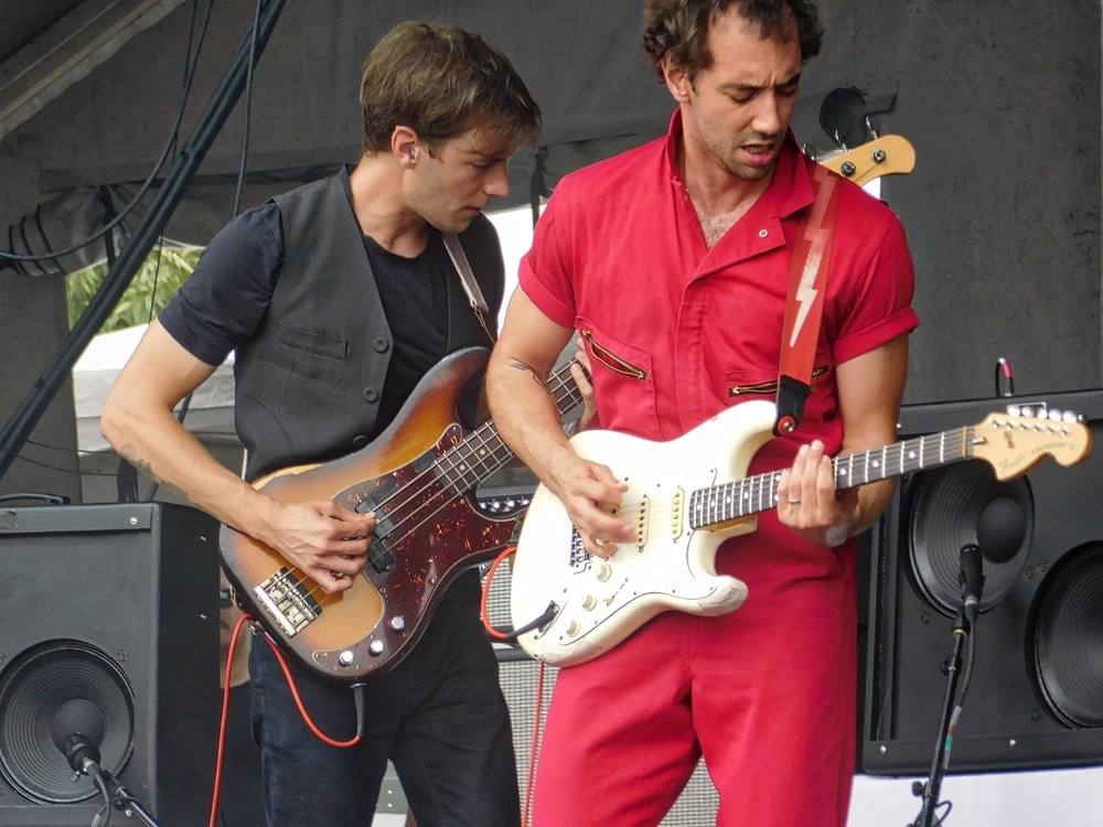 The jumpsuit on Albert Hammond was killer. It set the stage for him as a guy ready to go to work at his craft!