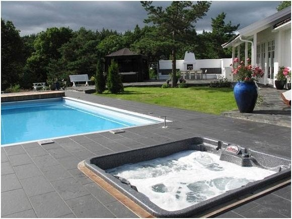 arctic-spas-hot-tub-in-pool-deck.jpg