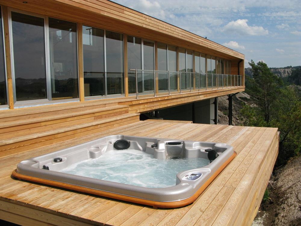 arctic-spas-hot-tub-external-deck.jpg