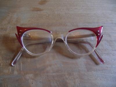 red cats eye glasses 1.JPG