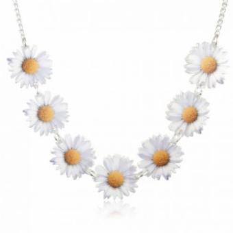 daisy chain necklace.jpg