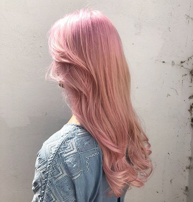 Some pastel loveliness from @taylormarymua #rockalilycuts #shoreditch #pastelpinkhair #incolourfulcompany #eastlondonhair