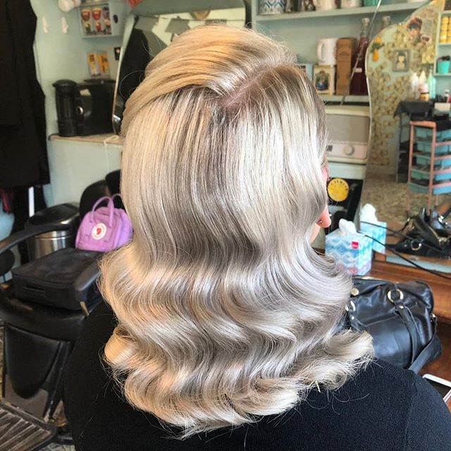 Party ready thanks to @taylormarymua #rockalilycuts #vintagehair #shoreditchlife #hoxton #partyhair