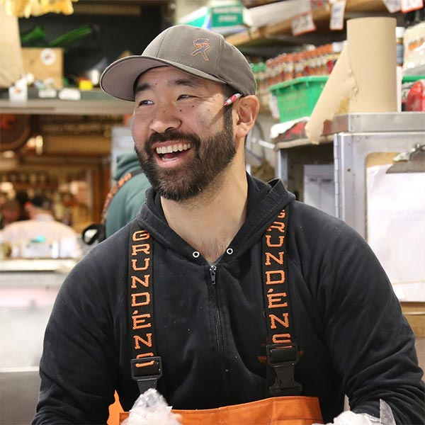 Taho Kakutani | Fish Monger at Pike Place Fish Co.