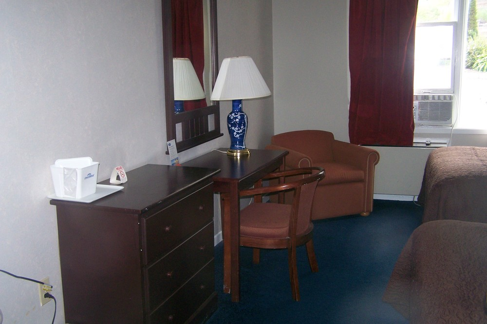 Bluenose Motel Rooms 3B.jpg