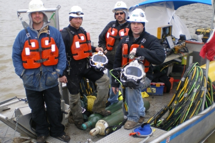 Commercial_Diving2_Dive-Crew.JPG