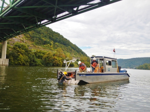 EnviroScience_Mussel_Divers_on_Kanawha_River.jpg