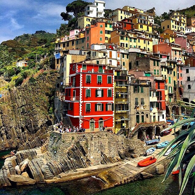 Could this photo be any more charming? This post from @travelandleisure is too good not to share! Let's go! #Italia #cinqueterre #lifewelltravelled