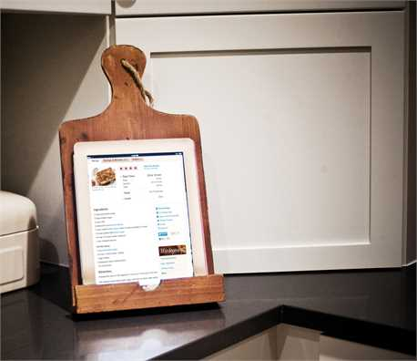 Wood Tablet Holder.jpg