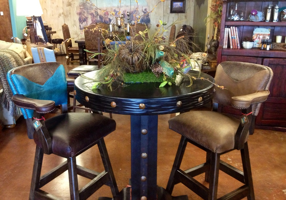 Black Pub Table w Bar stools.JPG