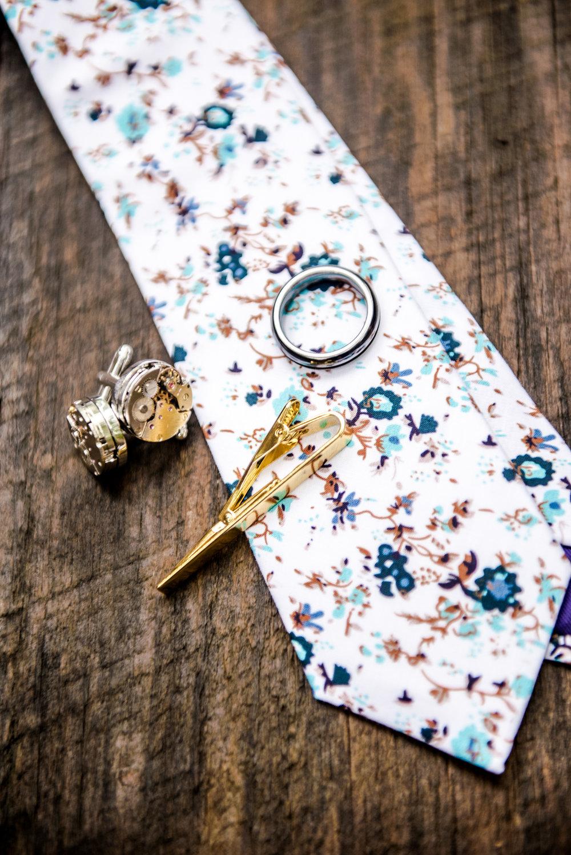 Grooms details tie cufflinks