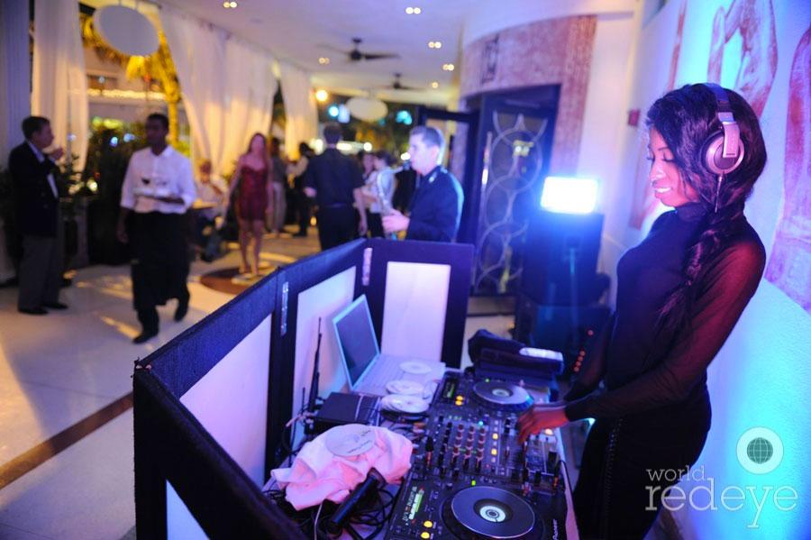 5-DJ-La-Trice-Perry-djing.jpg