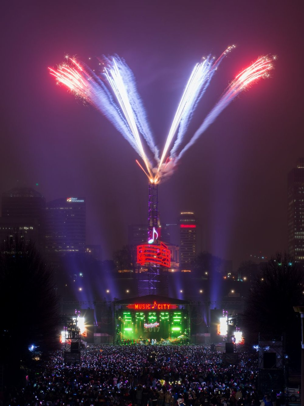 636188303113975867-NYE-Fireworks-001.jpg