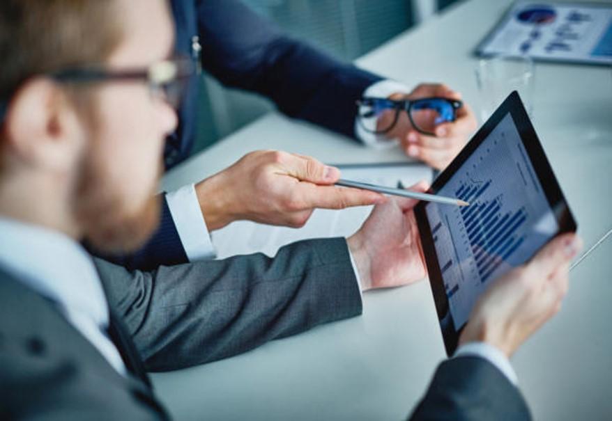 Gestión de seguimiento comercial - Reporte comercial de la actividad diaria con los clientes.Interconexión con intervenciones previas en los clientes: ofertas, contratos, ventas, expediciones, reclamaciones, incidencias, etc.