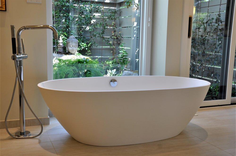 Freestanding egg tub