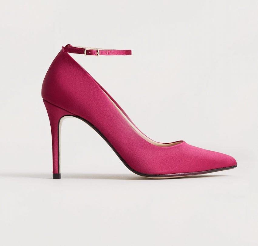 Sapato com tira de tornozelo,  €39,99