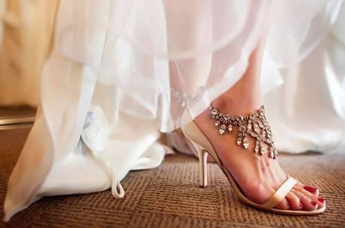 The-shining-diamonds-high-heel-wedding-shoes-for-bride.jpg