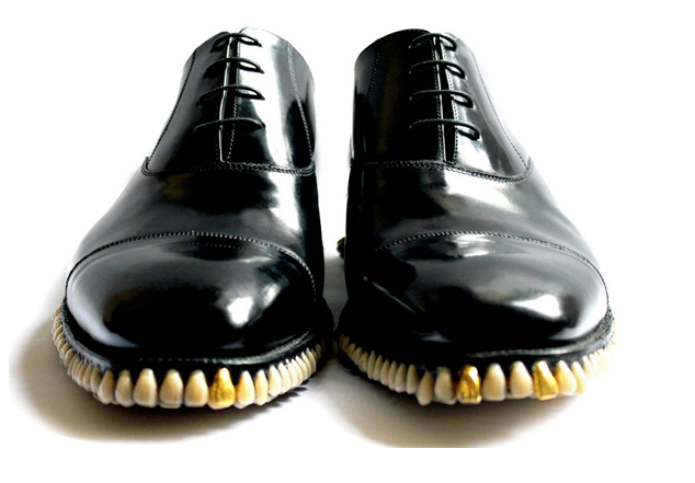 sapatos-com-dentes-fliperama-tilt-1.png
