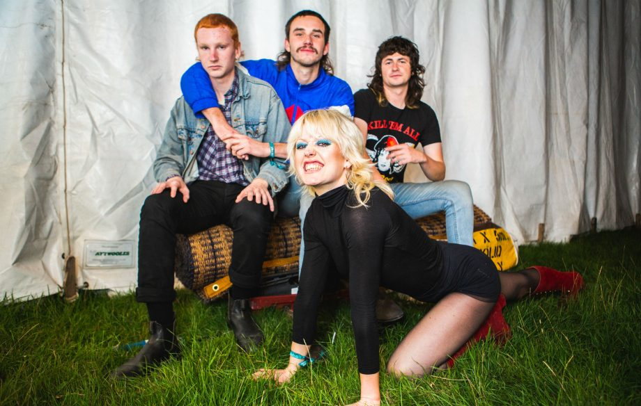 Amyl-and-the-Sniffers-1-920x584.jpg