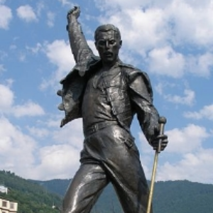 """Freddy Mercury Statue Montreux"". Licensed under CC BY-SA 3.0 via Commons"