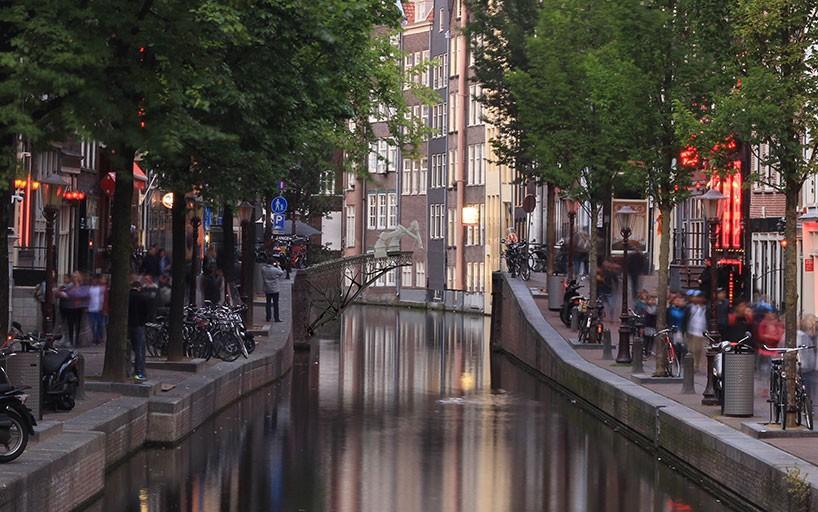 Así podría imprimirse en un futuro un puente sobre un canal de Ámsterdam.