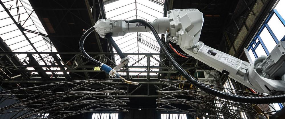 Impresión en metal mediante un brazo robótico.
