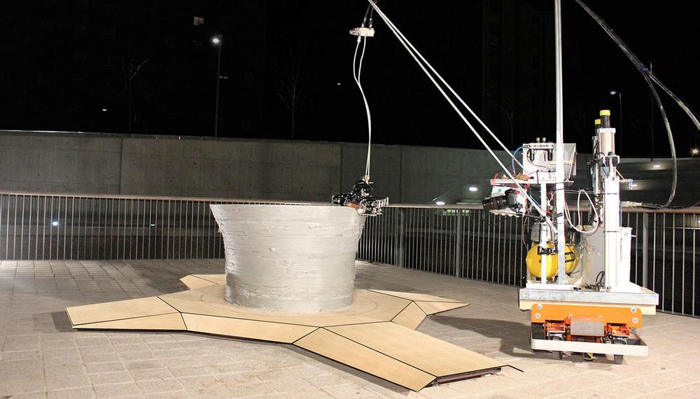 """El minibuilder está conectado y se le suministra material desde una """"estación central""""."""