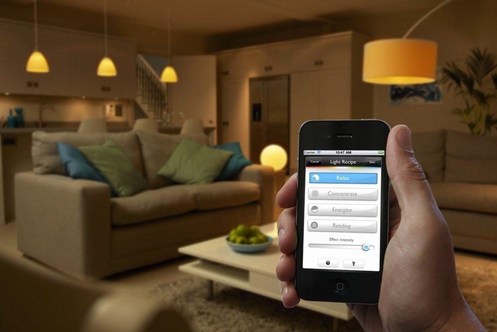 Controla ambientes con la app de Philips Hue.
