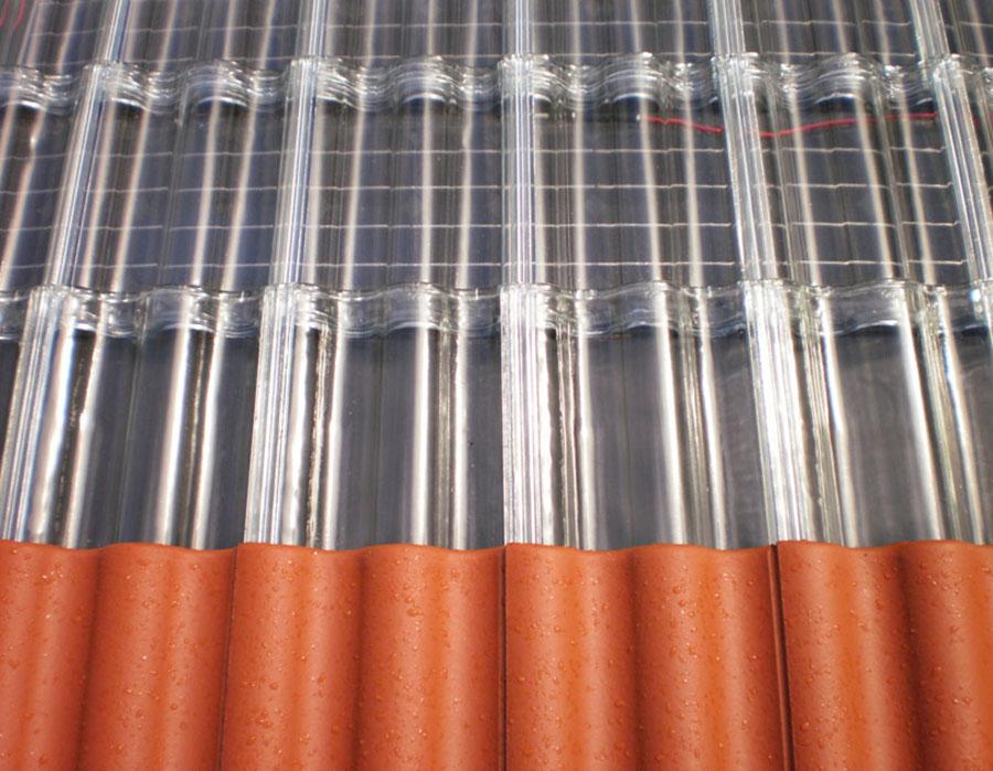 Sistema Power. Se aprecia la membrana fotovoltaica bajo las tejas.