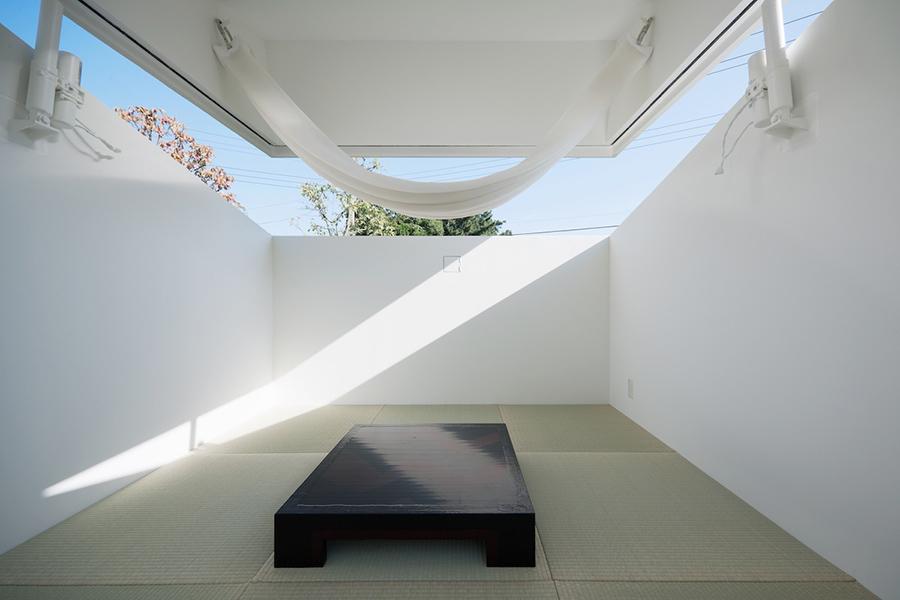 Interior de la vivienda PACO con la cubierta abierta.