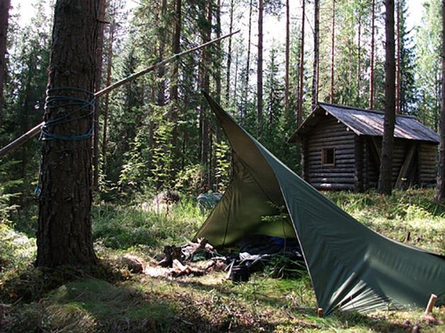Loue, tienda ultraligera finlandesa usada para resguardarse del viento, la lluvia y la nieve.