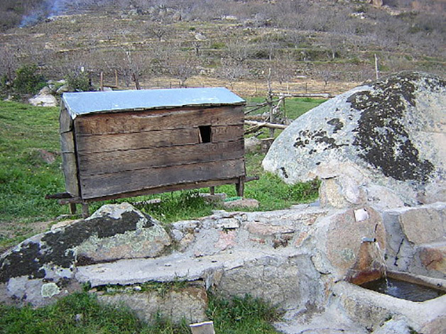 El chozo móvil castellano es una muestra de abrigo para garantizar el cobijo a los pastores de la trashumancia en la meseta ibérica.