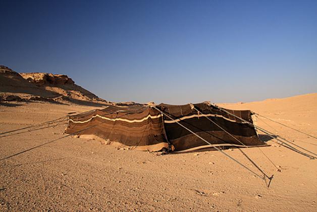 Tiendas nómadas bereber y árabes, ofrecían protección frente a las tormentas de arena y al cambio brusco de temperaturas en el desierto entre el día y la noche.