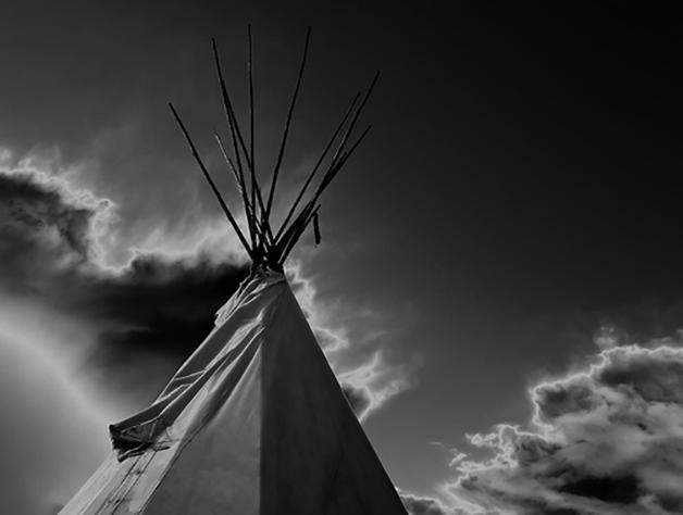 El Tipi, vivienda portátil usado por los indios de America del Norte, consistía en unas estructuras cónicas recubiertas de pieles.