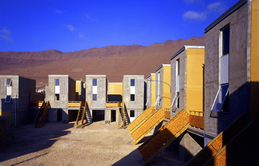 Conjunto de 93 viviendas incrementales.Quinta Monroy en Iquique, Chile.