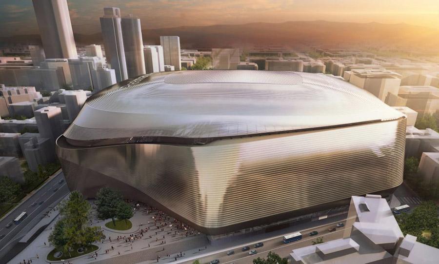 Esquina del futuro estadio Santiago Bernabéu hacia la Plaza de los Sagrados Corazones de Madrid.