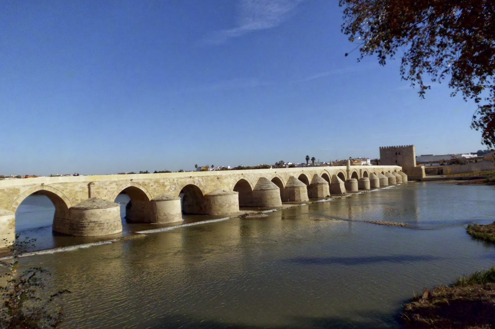 Arrevol_GoT_Arquitectura_Puente Romano de Córdoba.jpg