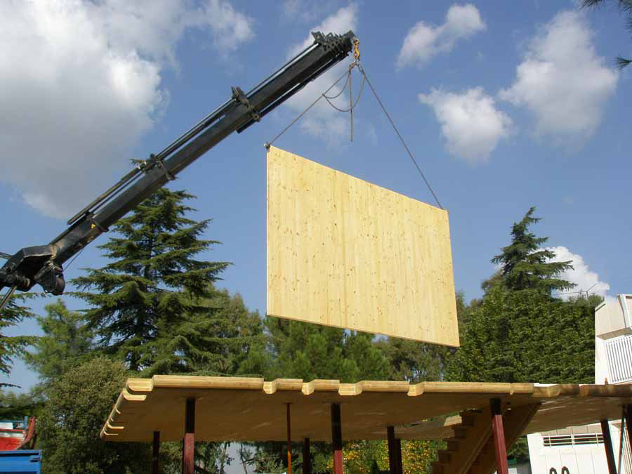 Montaje de paneles de madera contralaminada