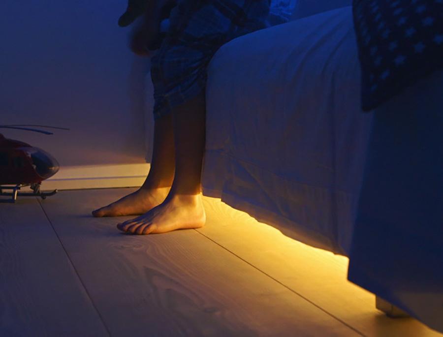 Sistema de iluminación nocturna mediante sensores de presión o de movimiento.