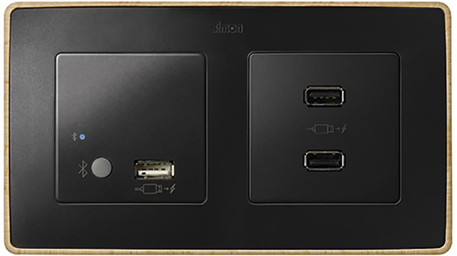 Conexiones multimedia de Simón, Bluetooth y USB de carga y datos.