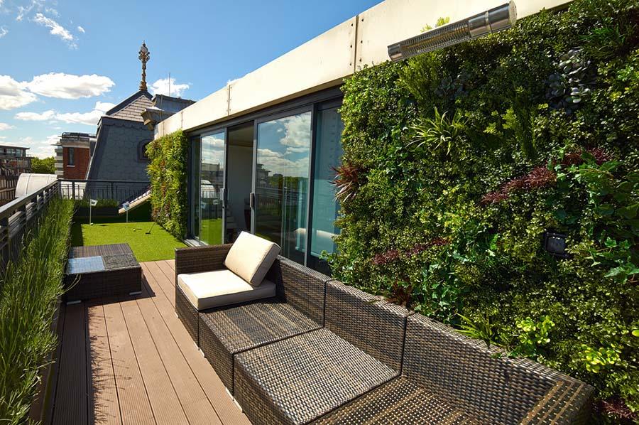 Instalación de jardín vertical en un ático.
