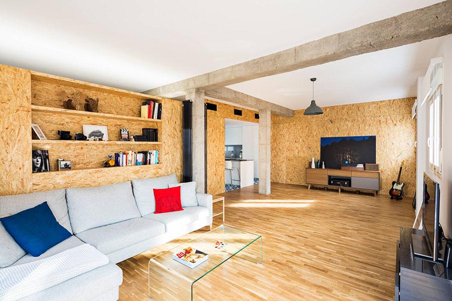 La madera también es un buen aislante acústico. En la foto, paredes trasdosadas con paneles OSB.