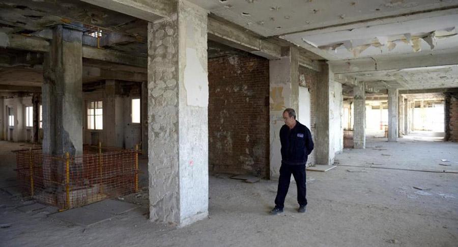 Estado actual del interior del Edificio de España. Gran parte de los acabados han sido demolidos.