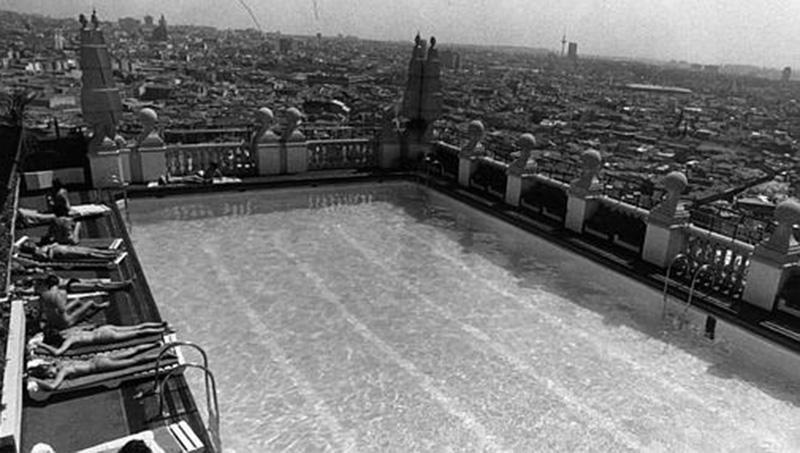 La antigua piscina del Hotel Crowne Plaza, en una de las azoteas del Edificio de España.