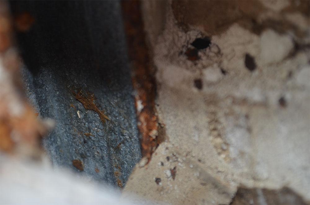 En ocasiones podemos llegar a ver la aparición de las pequeñas gotas de agua que acaban causando la humedad.