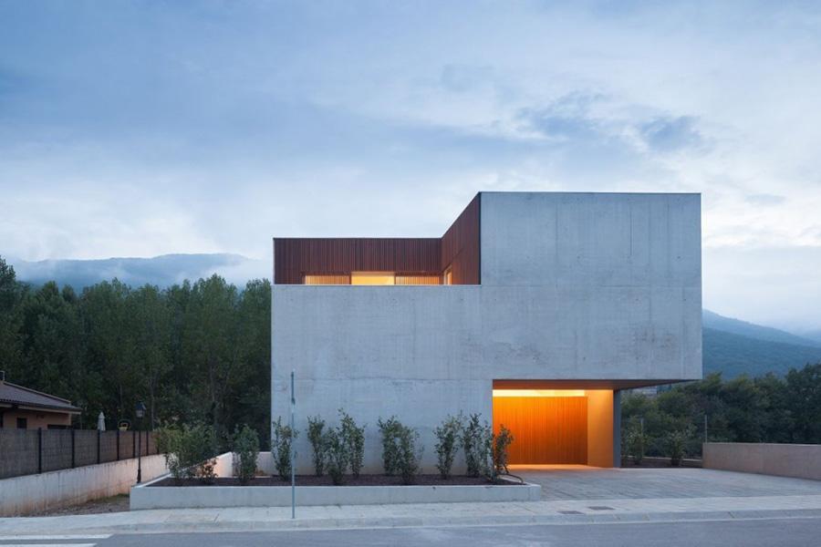 En algunas fachadas puede ser preferible no colocar aperturas de ningún tipo si se trata de una mala orientación.
